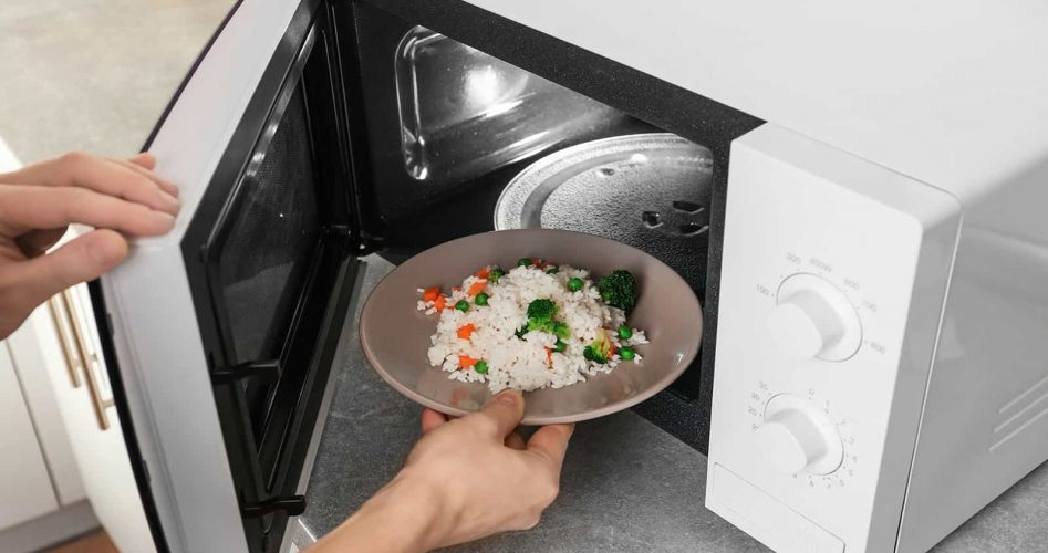 Don't Use A Microwave To Reheat These 11 Foods, Reveal