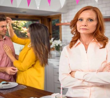 Family Therapist Explains 10 Ways to Win Over Your In-Laws