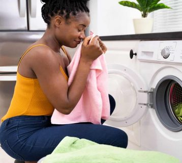 5 Reasons to Throw Out Chemical Dryer Sheets + What